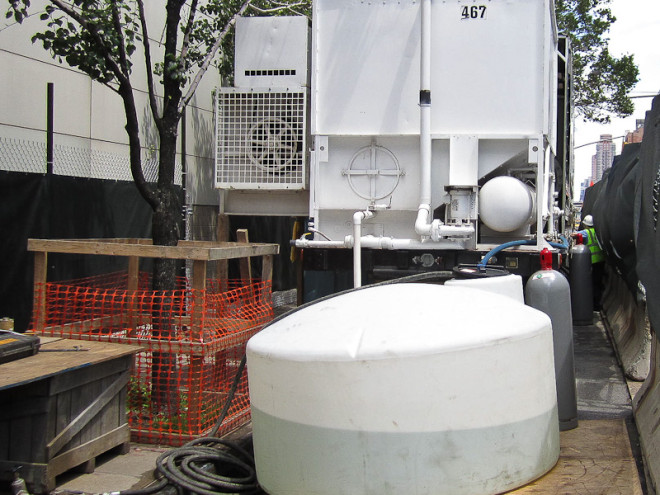 Brine tank and mobile refrigeration unit